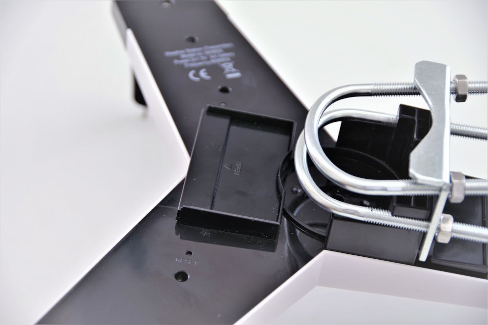 Ventus 830 - bateriový prostor a tlačítko RESET